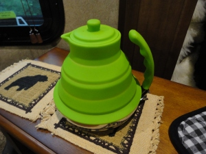 Collapsible teapot