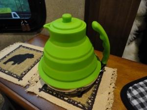 Collapsible teapot
