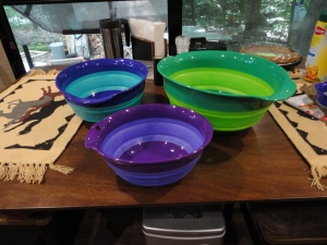Collapsible mixing bowls