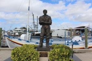 Great statue commemorating the sponge divers