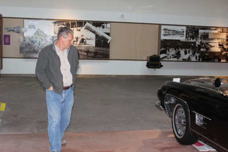 Lee checking out one of Sinatra's car...he's happy