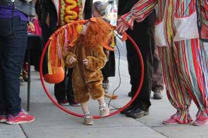 And they had their little lion walk through the hoop for candy was adorable