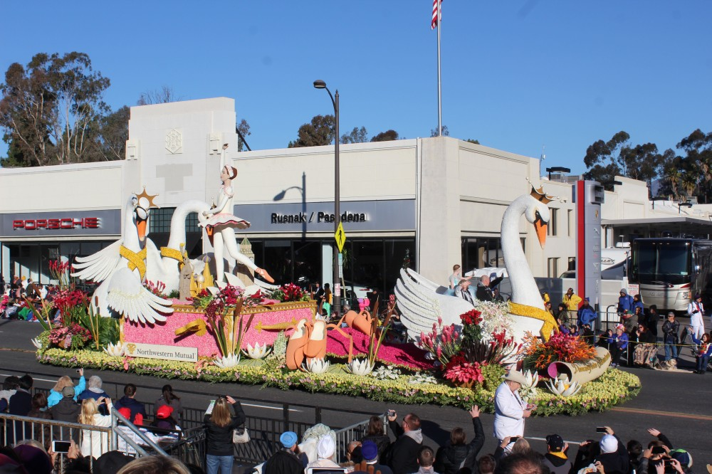 This float won the Past Presidents award and was presented by Northwest Mutual