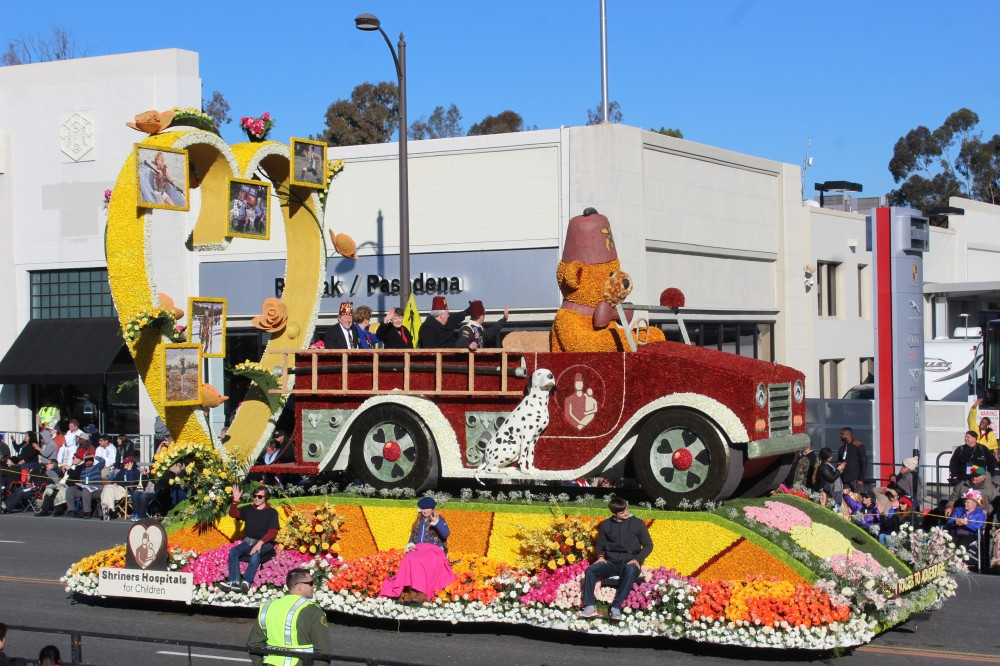 The Shriners entry won the volunteers trophy