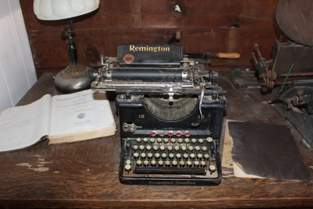 They had numerous antigues scattered throughout and one of my favorites was this old typewriter