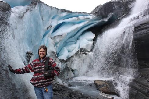 I'm touching a glacier!!