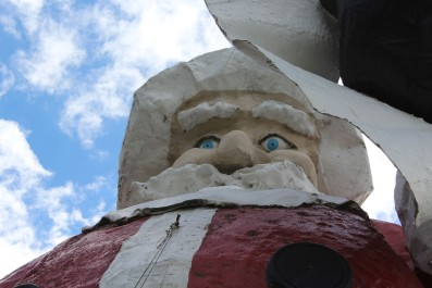 Lee thought the Santa Statue had creepy eyes :)
